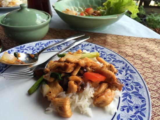 Motherhouse Bar- Restaurant: Stir-fried chicken with cashew nuts and mushroom