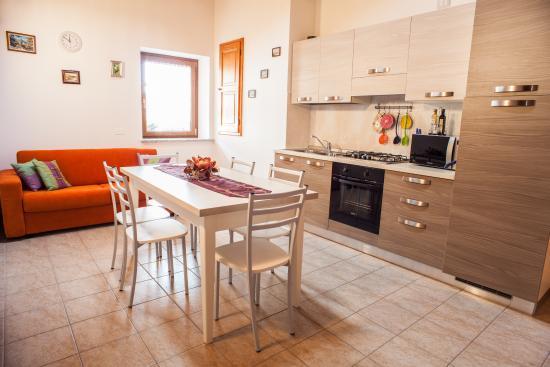 Ciase di carone 2 - Cucina e sala da pranzo - Foto di Albergo ...