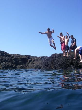Bay and Beyond Sea Kayak Tours: morning tea on an ocean paddle