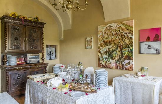Monchiero, Italy: Saletta Colazioni tra arte e cibo