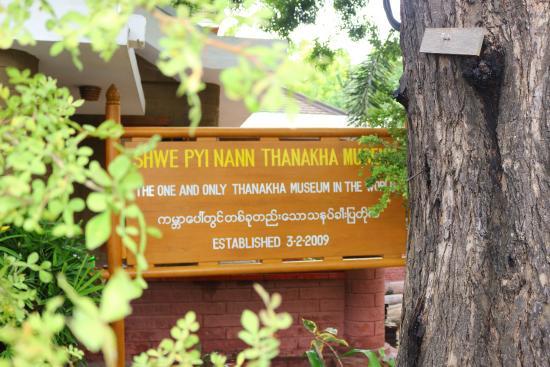 Il cartello all'ingresso - Picture of Shwe Pyi Nann Thanakha