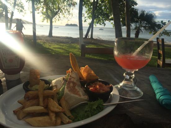 Roberto's Bar & Restaurant: Mai tai, sunset, and burrito