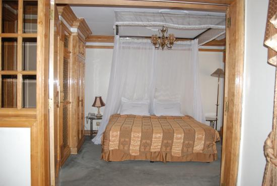 Marble Arch Hotel: suite bedroom