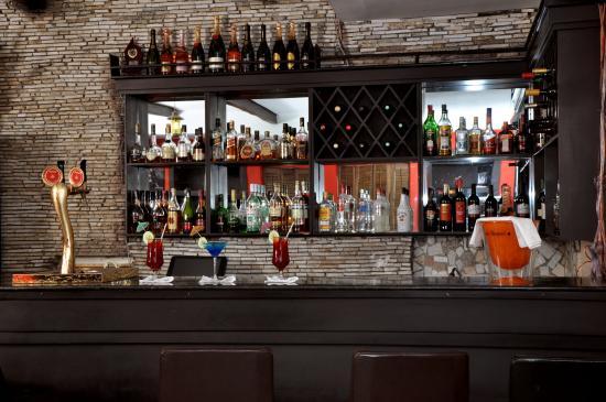 The Elkan Terrace: Well stocked bar