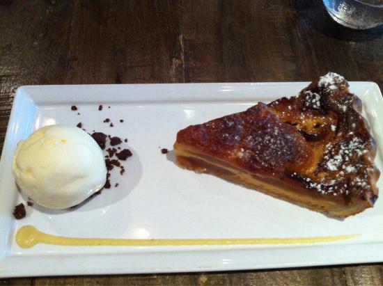 Bar-Roque Grill: Dessert: Apple pie and icecream