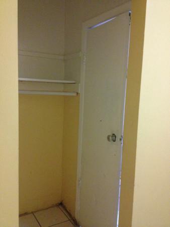Ramona Motel: A porta do banheiro não fecha