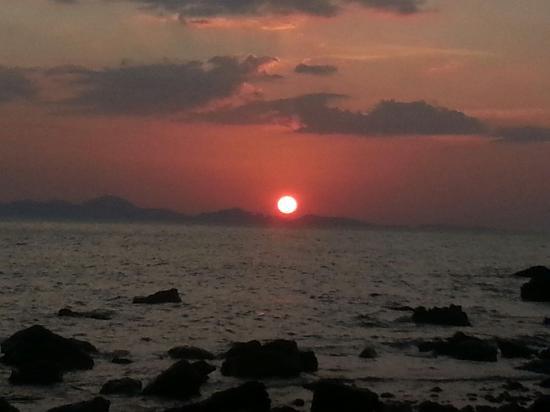 Coral Bay Resort : Sunset