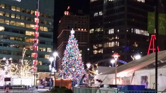 Detroit Downtown: Christmas tree