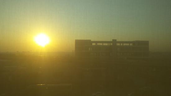 We Hotel Aeropuerto: Sunrise