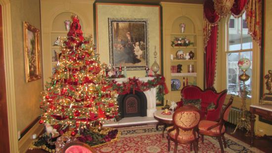 Silas W. Robbins House: Living room