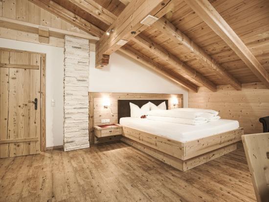 Breierhof: Ferienzimmer mit Altholz ausgeatattet