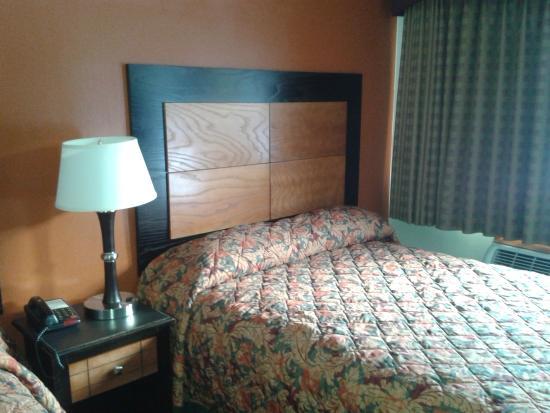 Harper Woods, MI: Newly reno'ed room