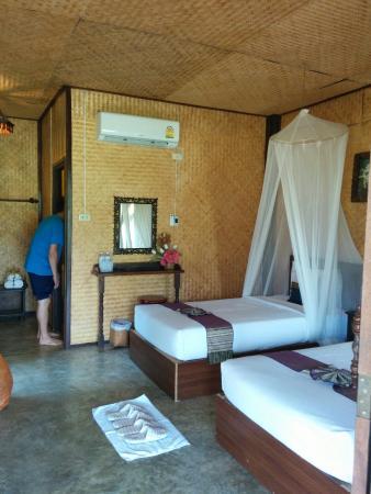 Pai Reaunthai Village: Twin bed bungalow