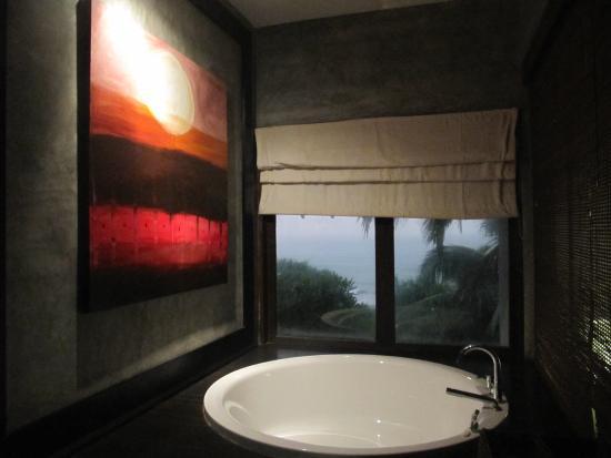 Temple Tree Resort & Spa: salle de bain,chambre deluxe