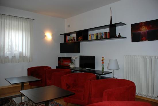 Console con TV della Camera da letto - Foto di Aparthotel Pichler ...