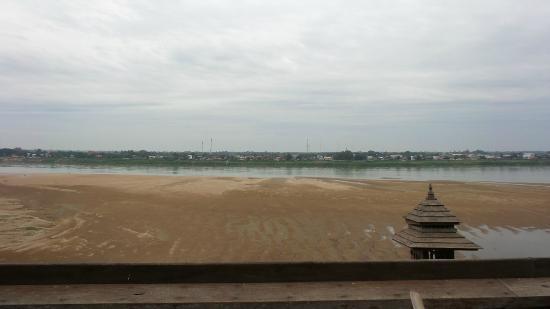 Sengtawan Riverside Hotel: la vista dal terrazzo
