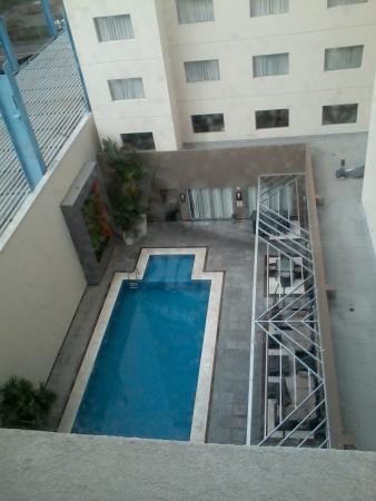 Hotel Indigo Veracruz-Boca del Rio: Vista a la alberca