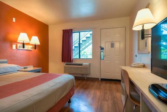 Motel 6 Escondido Guest Room
