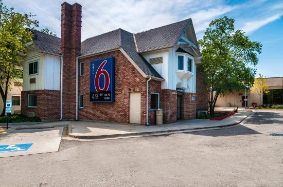 Good value for the chicago area review of motel 6 for Motels in chicago