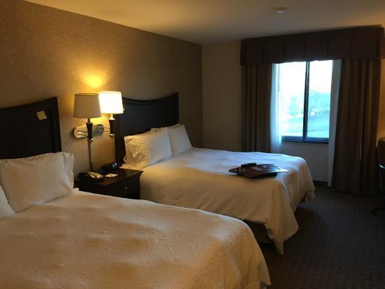 Hampton Inn & Suites Oakland Airport-Alameda: Room