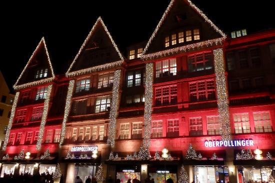 Fassade des Hirmer Stammhauses: Рождественская подсветка