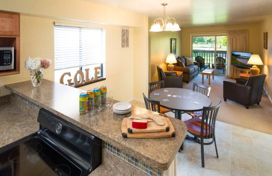 Gull Lake View Golf Club and Resort Fairway Villas : Dining/Living Room