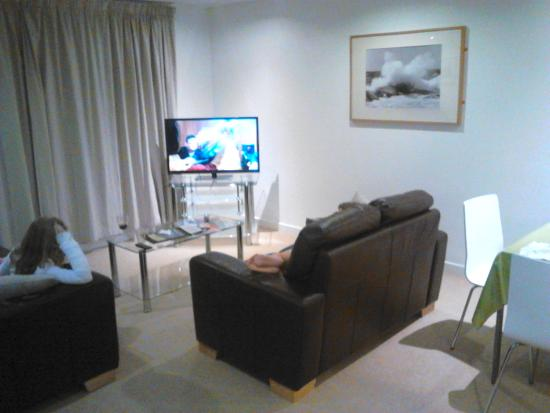 Ocean Serviced Apartments: The lounge