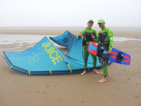 Денбишир, UK: Pro Kitesurfing team