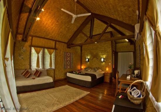 Waidroka Bay Resort: Ocean Front Bure