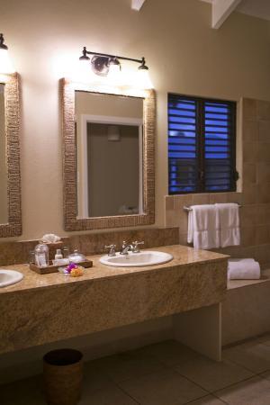Nisbet Plantation Beach Club : bathroom in superior room