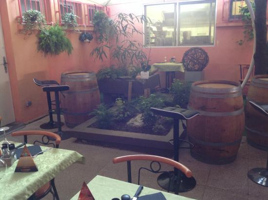 la pyramide montauban restaurant avis num ro de t l phone photos tripadvisor. Black Bedroom Furniture Sets. Home Design Ideas