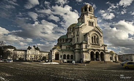 Iglesia de Alexander Nevski: Cathedral Saint Alexander Nevsky and National Gallery for Foreign Art behind