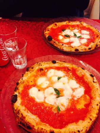 Pizzeria Starita a Materdei: Love it ..starita style
