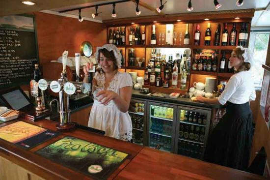 The Ducks Ditty Bar: The Bar on the Ducks Ditty