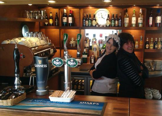 The Ducks Ditty Bar: Having Fun with the Staff !