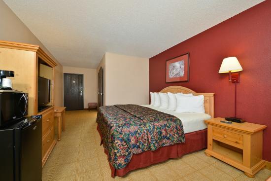 Americas Best Value Inn - Decatur: 1 King Bed Suite