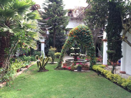 Hotel Jovel: Hermoso jardín