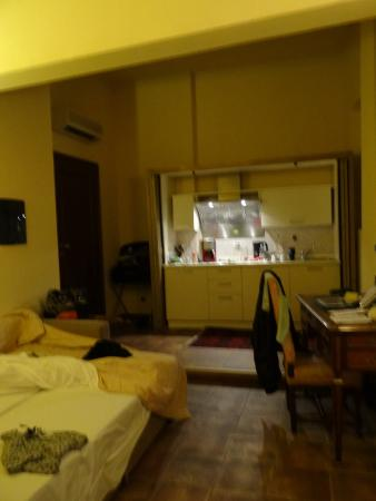 Bed and Breakfast Galileo 2000: view of living room & kitchen area with fold down couch bed
