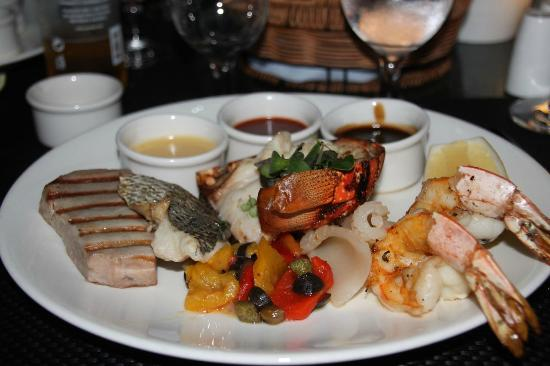 Beach Pavilion : Mixed seafood grille