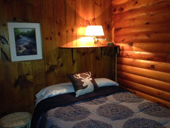 Kah-Nee-Tah Cottages and Gallery: One of Lakeview's two bedrooms