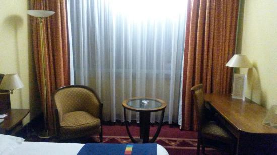 Hotel Nancy Centre Gare : un horrible néon blanc blafard le dernier truc à mettre dans une chambre :(