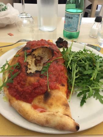 Il Pizzaiolo: Calzone Farcizo