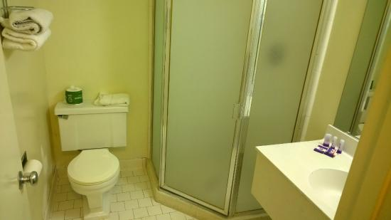 Knights Inn & Suites Yuma : Tiny shower, our other room the shower door wouldn't stay closed.