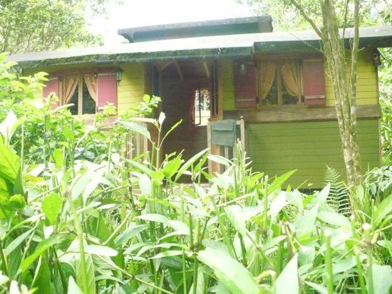Hosteria La Roulotte: roulotte entre jardines