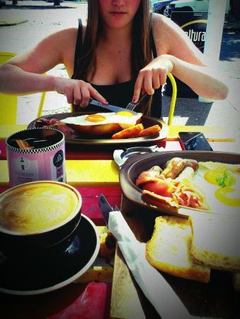 Cadillac Cafe: Delicious brunch
