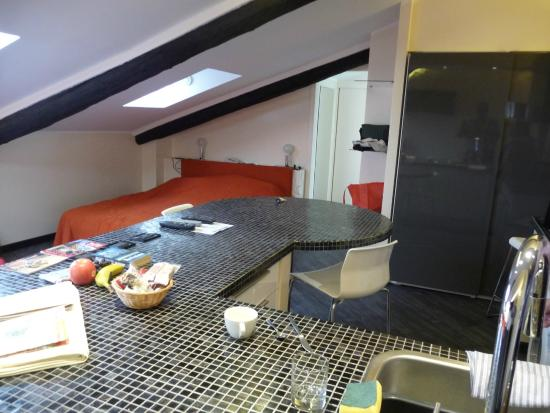 Residence Sacchi : kitchen to sleeping area