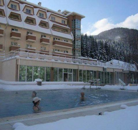 Lukovo, Serbia: Winter swimming in opendoor pool