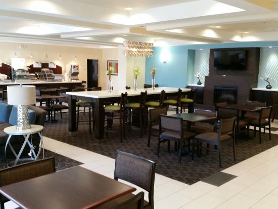 Holiday Inn Express & Suites Atascocita : Complimentary Hot Breakfast Dining Area