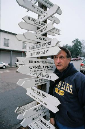 Road sign showing many destinations, near Mom's Pie House