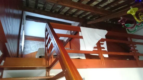 Foresteria Levi: mezanino visto da escada